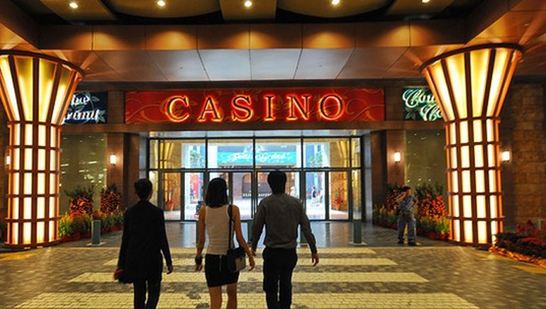 Singapore Finally Opens First Casino